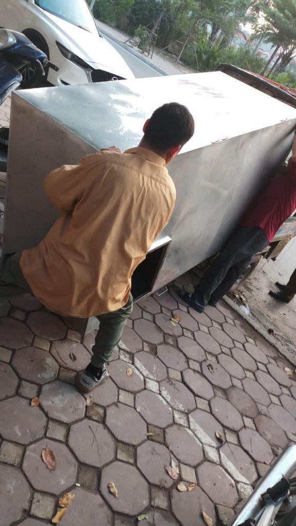 vận chuyển bể nước bằng xe ba gác