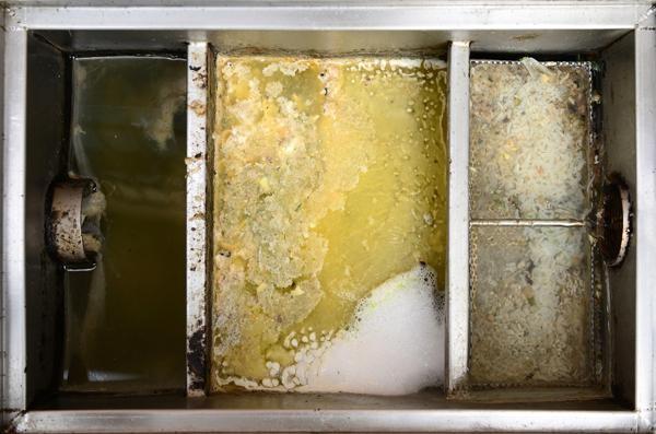 thùng tách mỡ inox trong xử lý nước thải