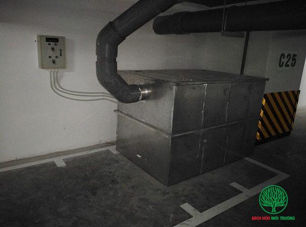 Bể tách mỡ được đặt dưới tầng hầm thêzn
