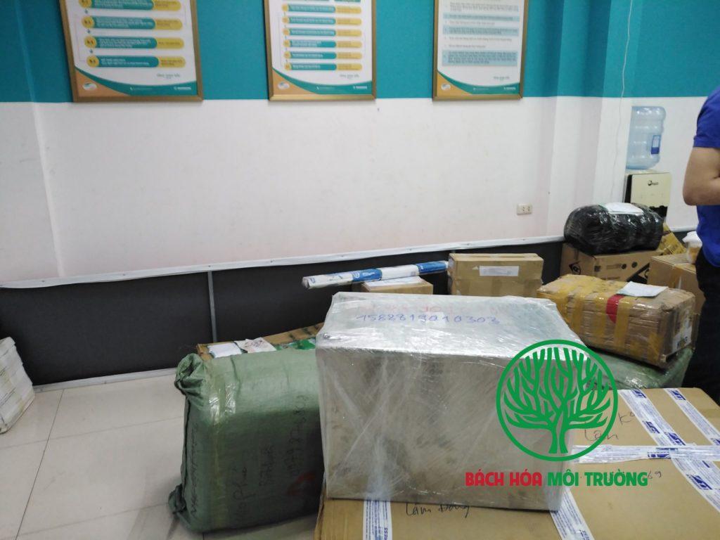 Bể tách mỡ được đóng gói và vận chuyển qua Việt Tel Post