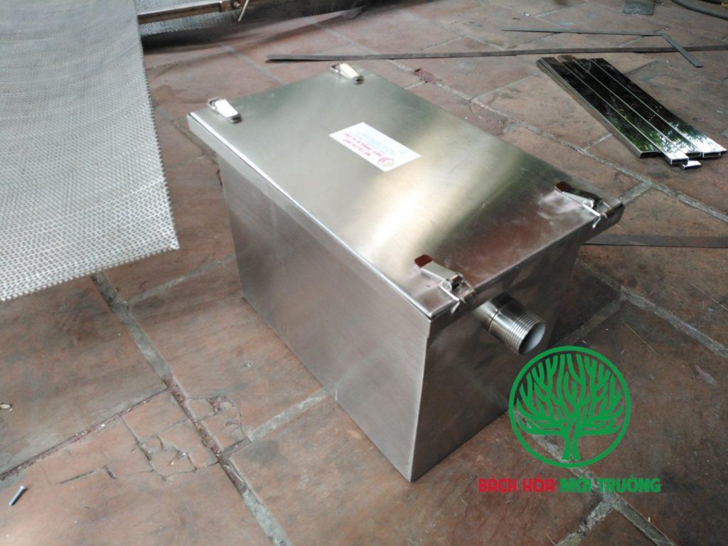 Bẫy mỡ là thiết bị dùng để loại bỏ dầu mỡ thừa ra khỏi hệ thống thoát nước