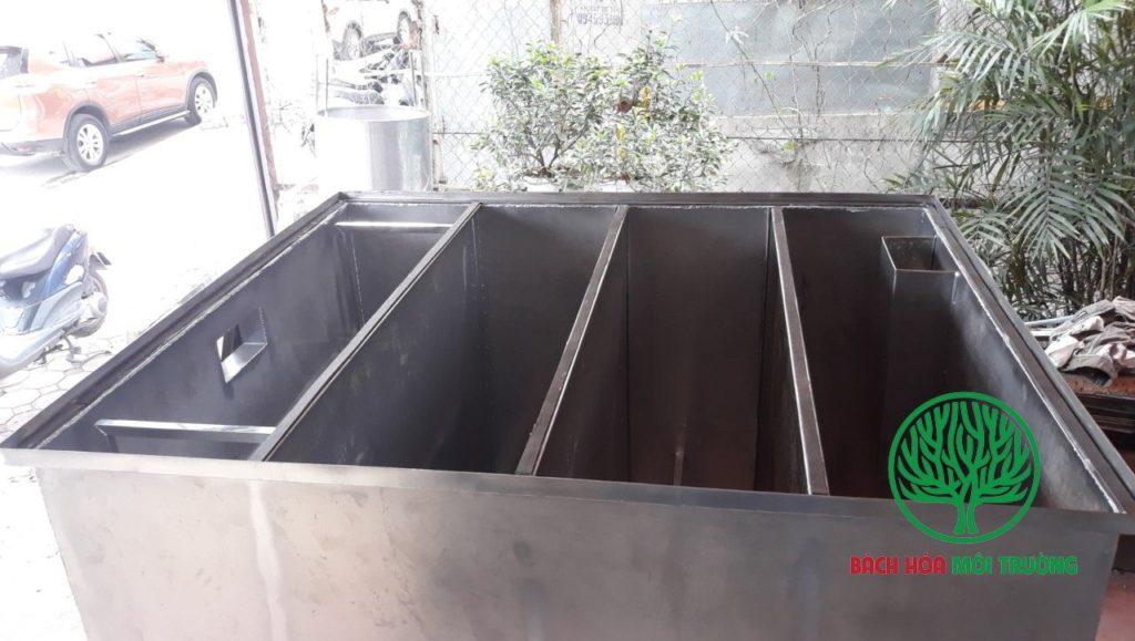 Mấu bẫy mỡ có 4 ngăn riêng biệt dùng cho bếp ăn công nhân lớn