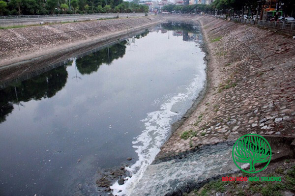 Một vị trí xả thải nước thải nhà hàng không qua xử lý ra sông tô lịch