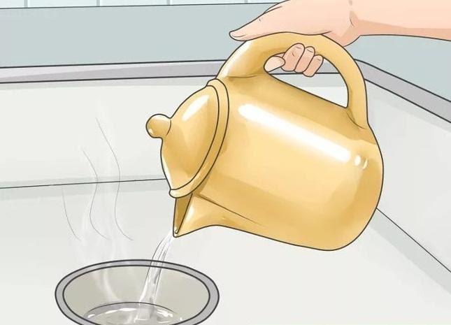 Sử dụng nước sôi để chống tắc cống hiệu quả