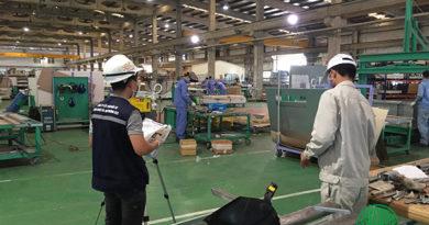 tiến hành quan trắc môi trường không khí tại xưởng sản xuất