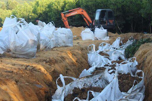 chôn lấp chất thải rắn là phương pháp được sử dụng nhiều nhất