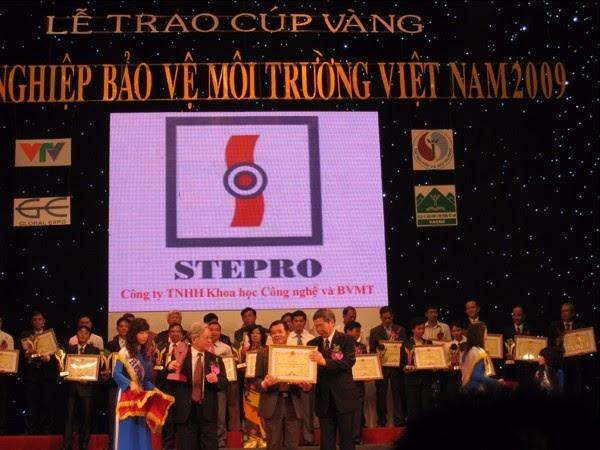 Công ty STEPRO trong lễ trao cúp vàng doanh nghiệp bảo vệ môi trường năm 2009
