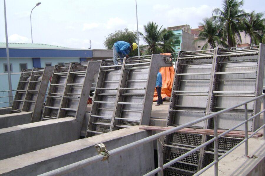 Song chắn rác trong nhà máy xử lý nước cấp