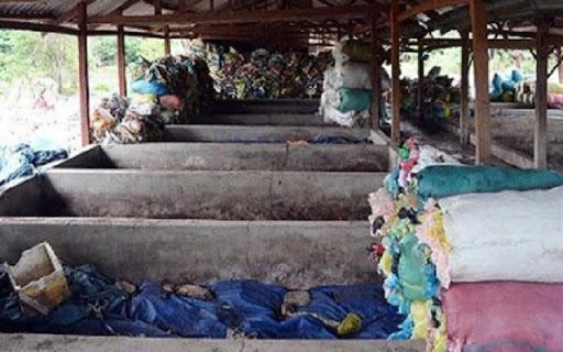 Một dãy các nhà ủ phân