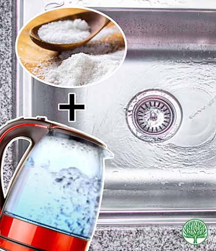 Muối và nước sôi giúp thông tắc bồn rửa bát ở mức độ nhẹ